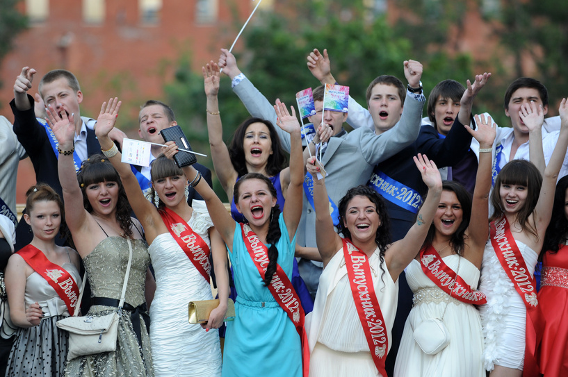 Прощай, школа: омские выпускники уходят во взрослую жизнь