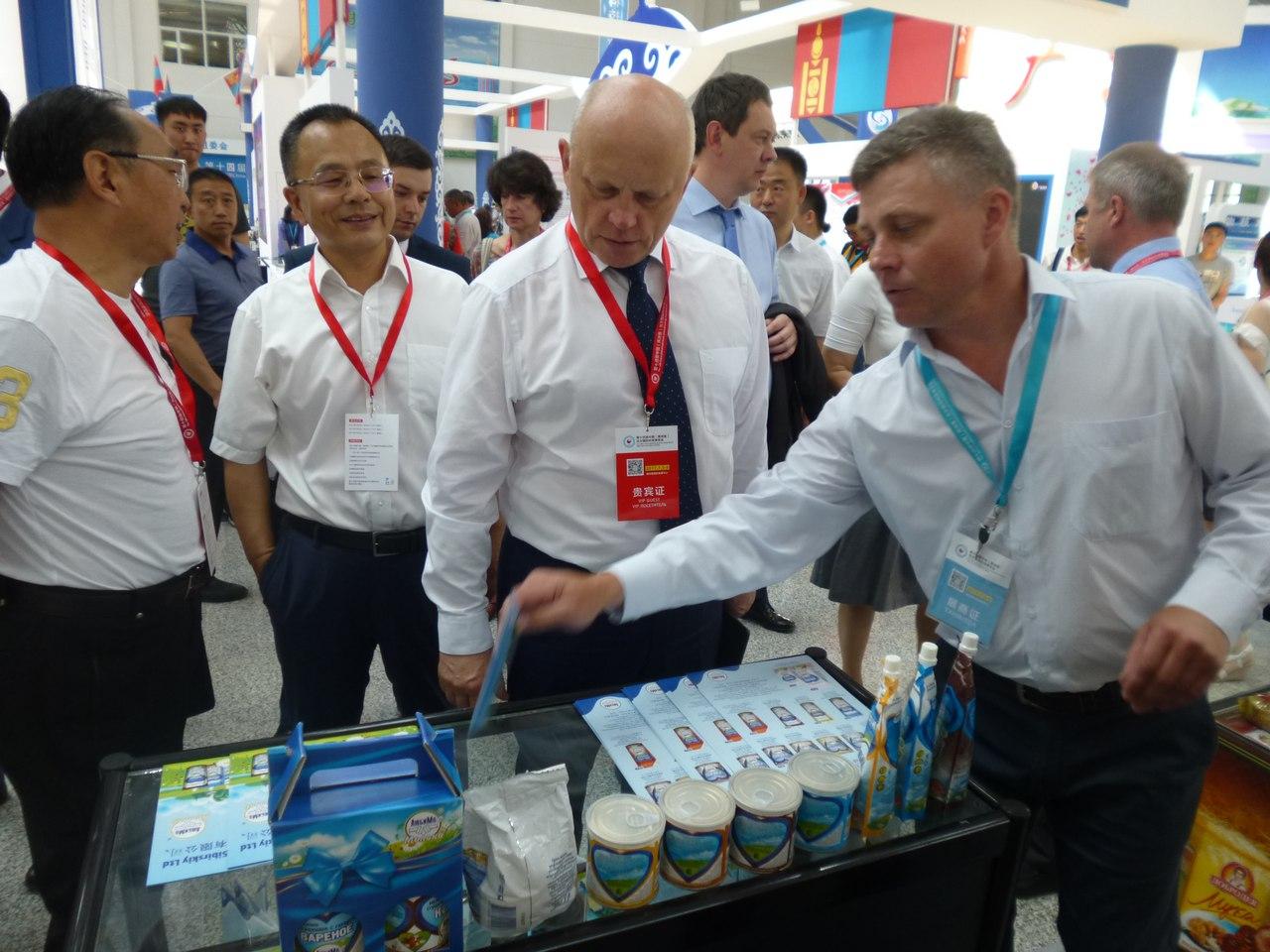 В КНР  откроется омская оптовка счипсами, конфетами итрикотажем