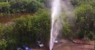 В Омске из-под асфальта пробился второй гейзер за сутки