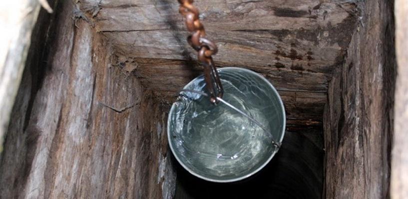 В Омской области женщина упала в колодец с водой и погибла