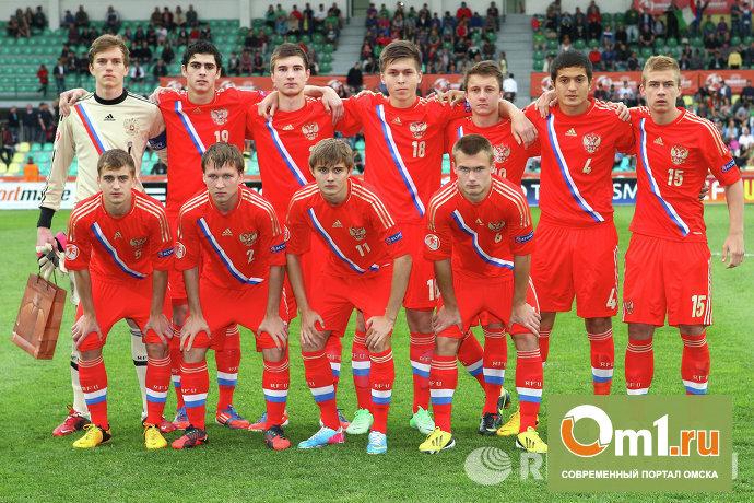 Омич Егор Рудковский подержал в руках кубок Чемпионата Европы по футболу