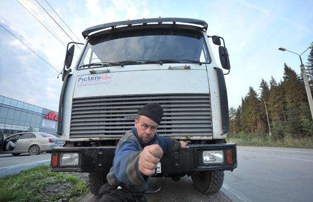 Водитель фуры, пытавшийся дать взятку инспектору ГИБДД, может сесть на 12 лет