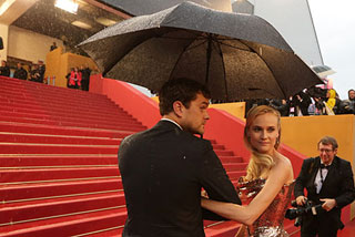 Открытие фестиваля «Движение» в Омске прошло под проливным дождем
