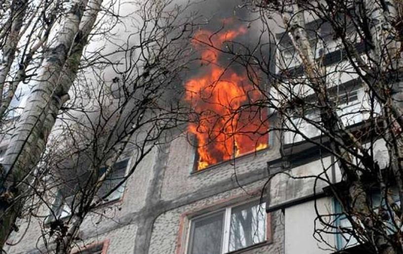 В центре Омска загорелась 9-этажка