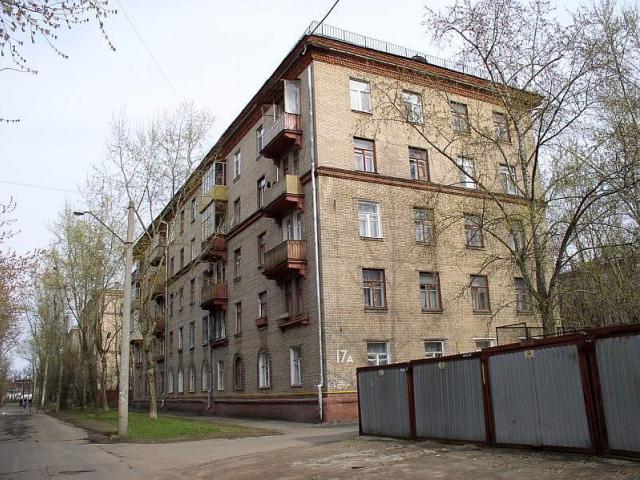 В Омске бывший зек грозился спрыгнуть с пятого этажа