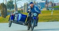 Без шлема и коляской вверх: Рамзан Кадыров прокатился на мотоцикле «Урал»