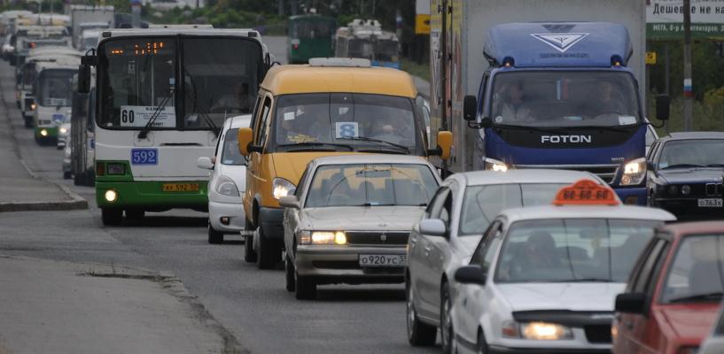 Пробки в Омске с утра достигли шести баллов
