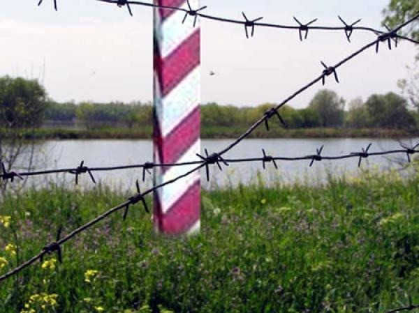 Гражданин Казахстана пешком пронес через границу 27 кг марихуаны в Омск