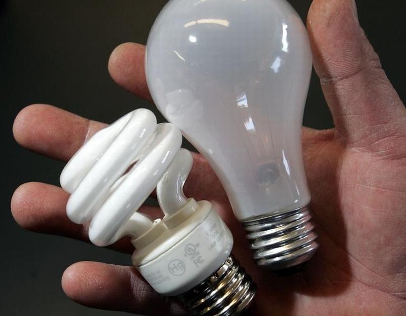 В Омске бесплатно обменяют лампочки Ильича на энергосберегающие