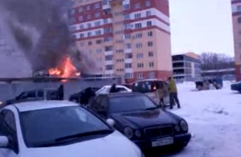 В Омске в микрорайоне «Космический» произошел пожар