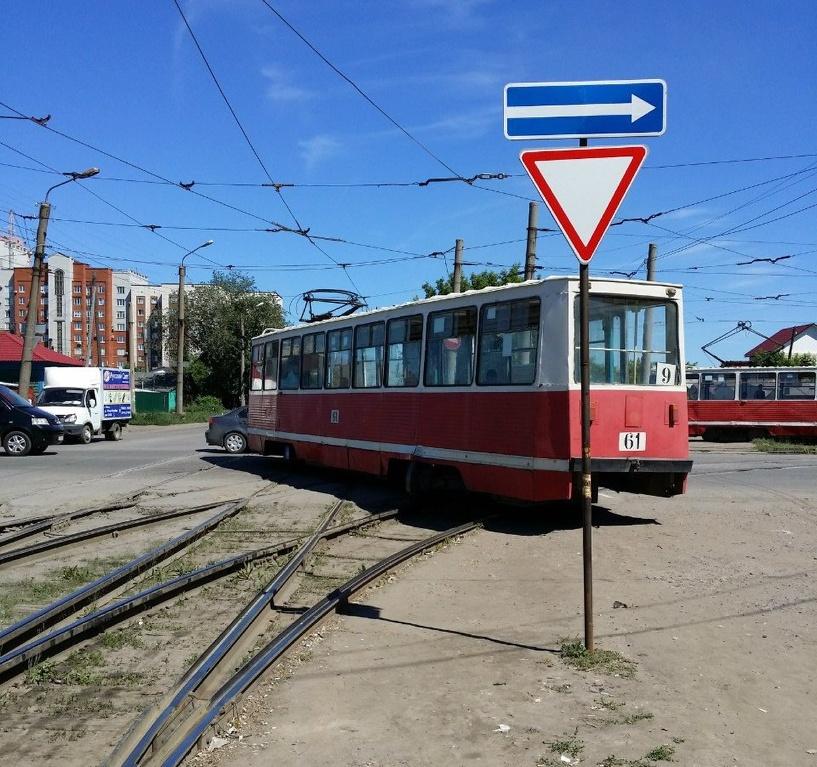 В Омске трамвай №9 сошел с рельсов