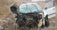 При столкновении трех машин в Омской области двое погибли и четверо ранены