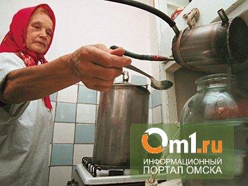 Омским полицейским пожаловались на самогонщицу