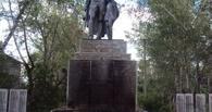 В Калачинске считают, что памятник воину-освободителю загорелся из-за пуха