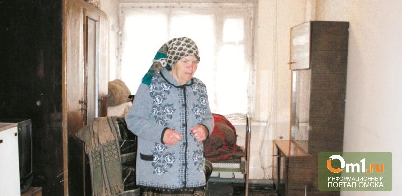 Пожилую омичку из затопленного барака переселили в залитую канализацией комнату