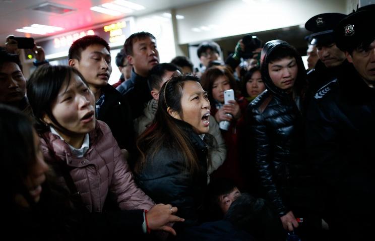 Погибли из-за фальшивых долларов: новогодняя давка в Шанхае убила 35 человек