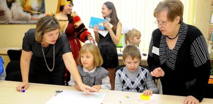 Омский НПЗ подарил библиотеку жителям поселка Берегового