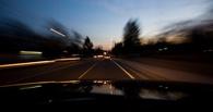В Омске наградили таксистов, догнавших двух пьяных водителей