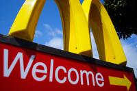 В США работника McDonald's посадили за плевок в гамбургер