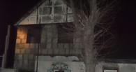 В Омске из-за дымохода ночью горел трехквартирный дом