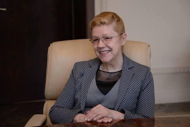 Мизулина официально стала сенатором от Омской области в Совете Федерации