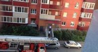 В Омске мужчина едва не спрыгнул с девятого этажа. ФОТО