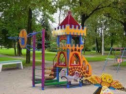 В сквере имени Дзержинского строится детская площадка