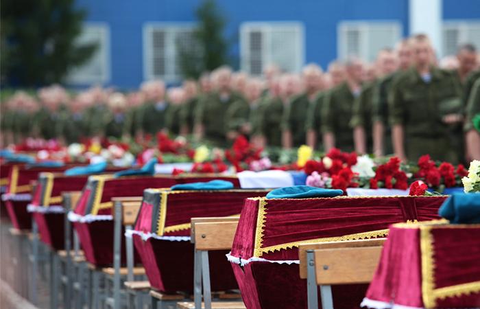 Семьи погибших десантников получили выплаты от Омской области