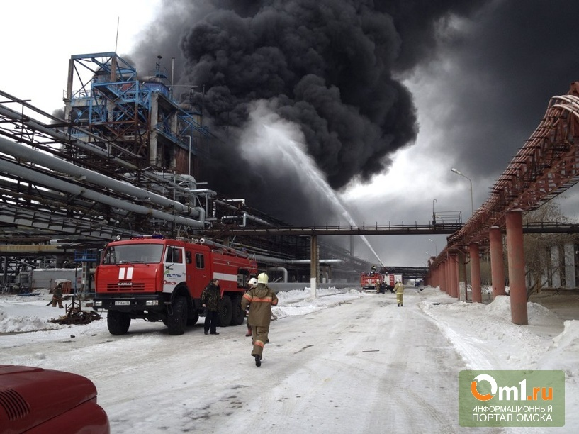 Пользователи соцсетей начинают паниковать из-за аварии на омском заводе СК