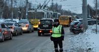 Школьники вернулись: Омск встал в огромную пробку с проспекта Мира