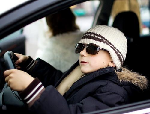 В Омске 15-летний водитель иномарки пугал прохожих