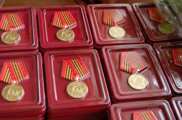 Прокуратура напомнила мэру Омска о том, что он должен лично вручать медали ветеранам войны