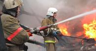 В Омске ночью 13 пожарных тушили торговый павильон
