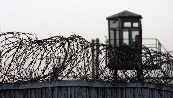 Вместо медитаций и массажа российским заключенным прописали шутки