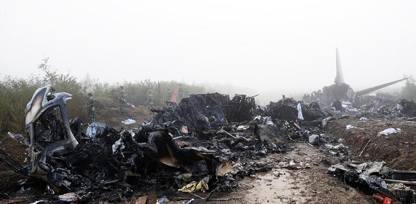 СМИ: «черные ящики» записали нехарактерные звуки перед крушением лайнера в Египте