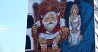 В Омске на многоэтажке изобразили языческого бога Чура