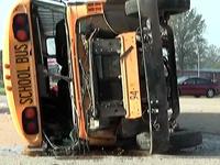 В США при столкновении школьных автобусов пострадали полсотни детей