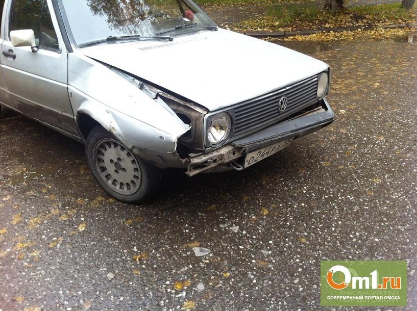 В Омске на Малунцева столкнулись три авто