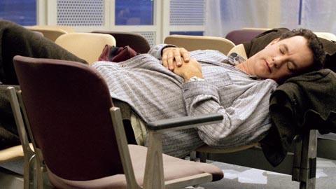 В аэропорту Казахстана поселился пенсионер, выдворенный из Омска