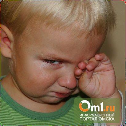 В Омске воспитательница детского сада заставляла малышей мыть пол