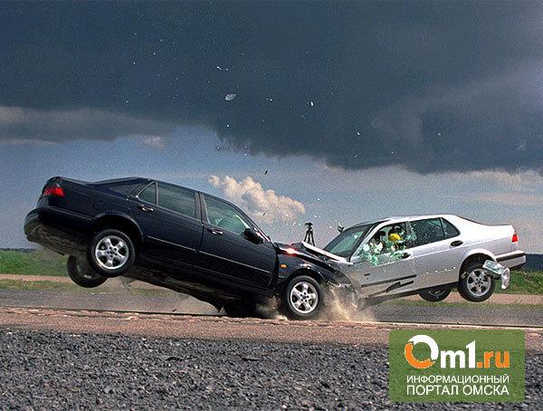 В Омске столкнулись ВАЗ и Nissan: есть пострадавший