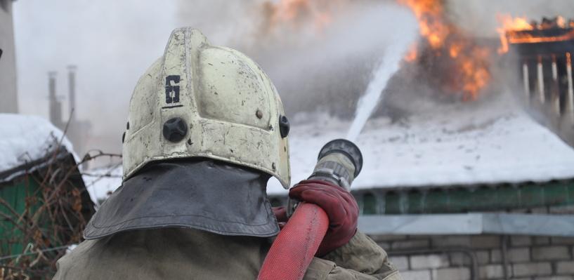 В Омске в сгоревшем дотла жилом доме нашли два трупа