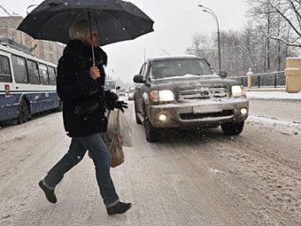 Прокуратура требует от мэрии Омска обустроить переход у метромоста