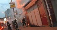 В Омске в районе ж/д вокзала горел ларек с бытовой химией