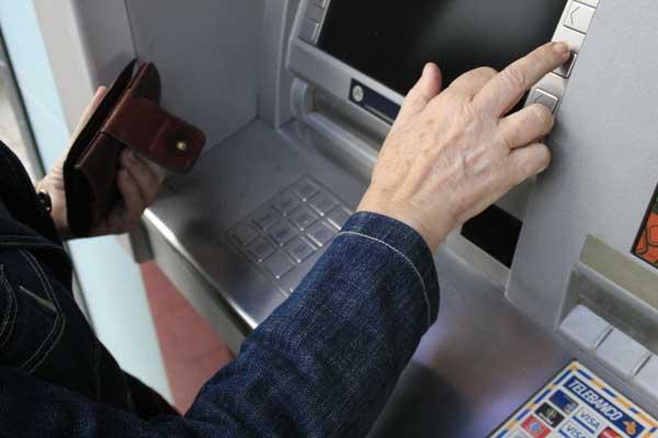Омичи могут больше не увидеть мелкие купюры в банкоматах