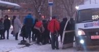 В Омске нетрезвый мужчина на остановке начал массовую драку