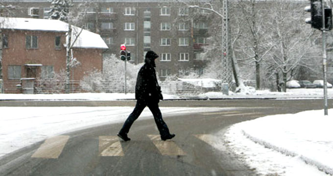 Двух подростков сбили на дороге по улице Крылова — виновные скрылись