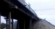 На омской станции «Входная» мужчина спрыгнул c моста и попал под поезд
