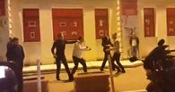 В Омске у бара «Доски» произошла массовая драка
