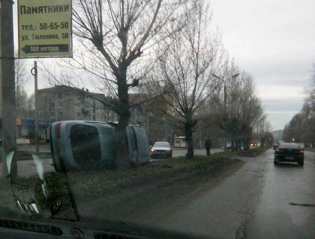 В Омске на Менделеева опрокинулась Toyota